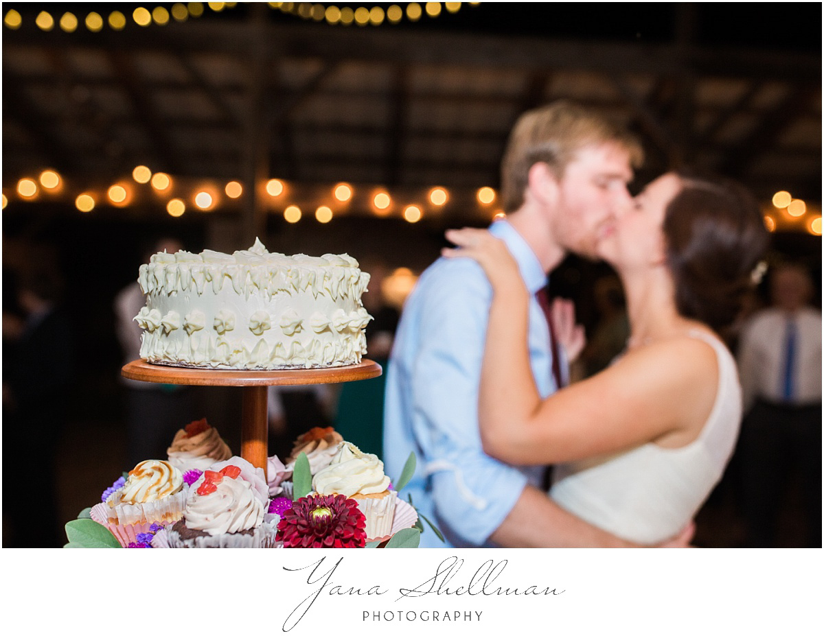 new-hope-barn-wedding-photos-by-new-hope-wedding-photographers-kellyben-wedding-photos