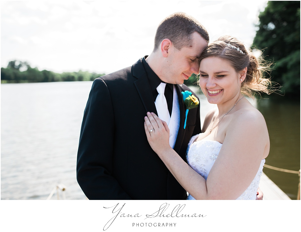 camden-county-boathouse-wedding-photos-by-center-city-philly-wedding-photographers-emilybob-wedding