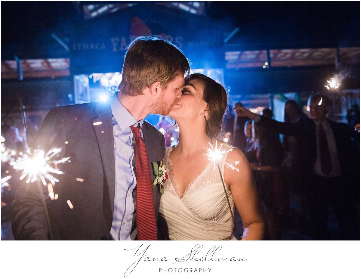 trenton-barn-wedding-photos-by-trenton-wedding-photographer-kellyben-romantic-and-fun-wedding-photos