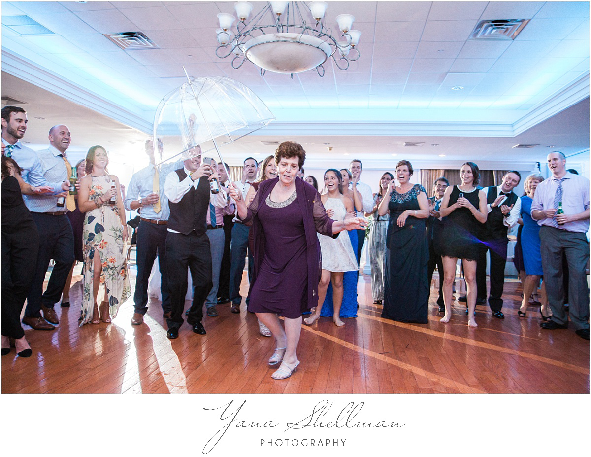 pinecrest-country-club-wedding-photos-by-marlton-wedding-photographer-aliciachris-romantic-light-and-airy-wedding-photos
