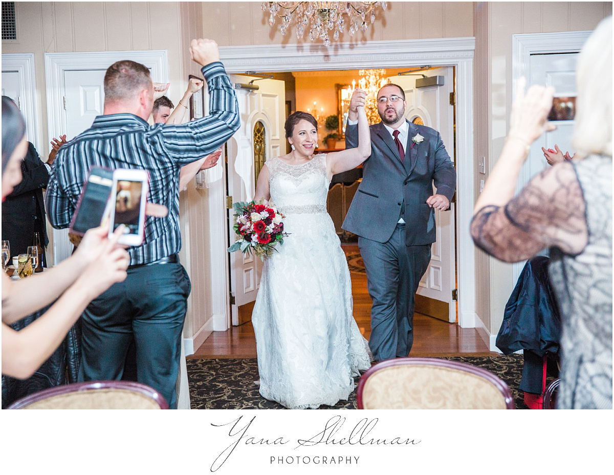 washington-crossing-inn-wedding-photos-by-the-best-center-city-philly-wedding-photographer-light-and-airy-noratony-wedding-photos