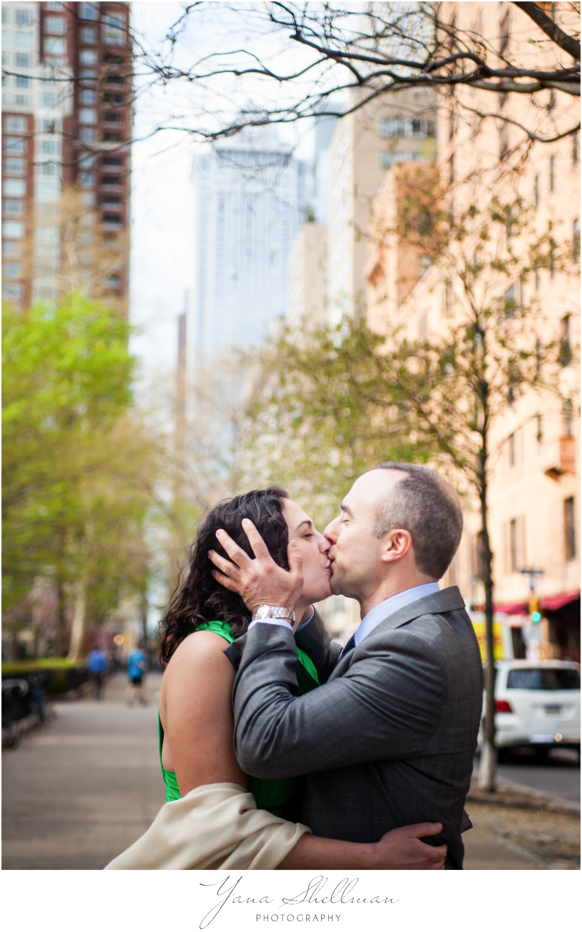Barclay Prime Wedding Photos by Center City Philly Wedding Photographers - Michelle+Jeff Intimate Wedding Photos