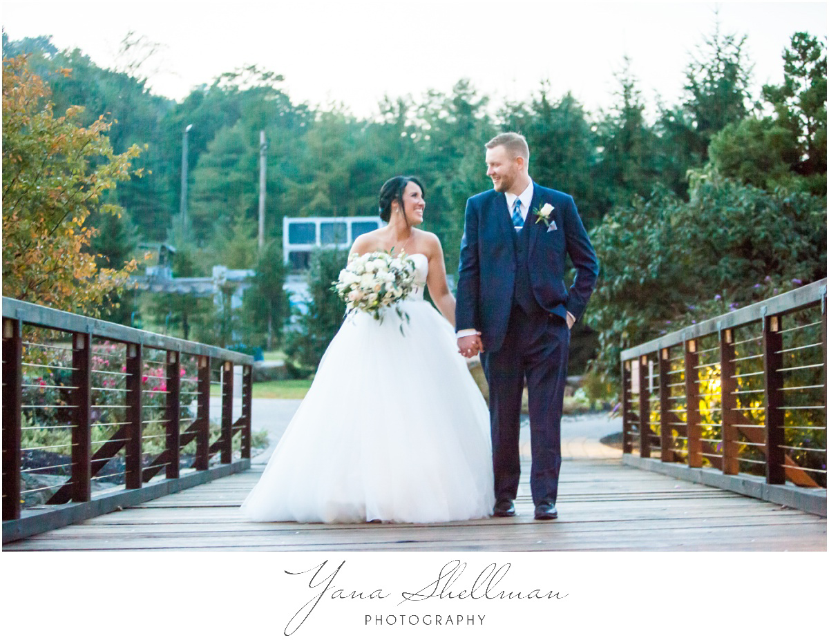 Bear Creek Mountain Resort Wedding Photos by the best Lumberton Wedding Photographer - Tiffany+Mike Wedding Photos