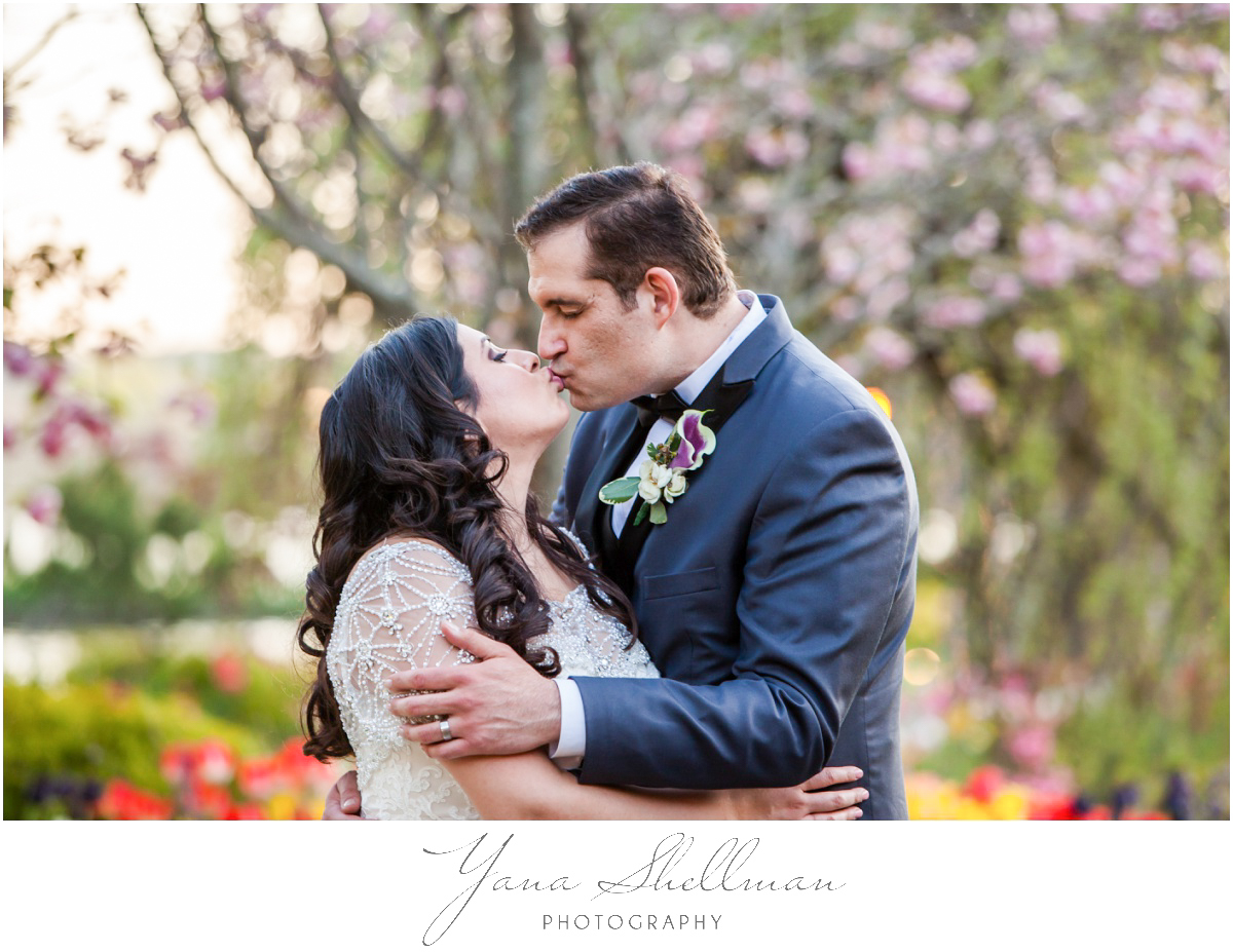 The Swan Club Wedding Photos by Center City Philly Wedding Photographers - Nimita+Joe Wedding Photos