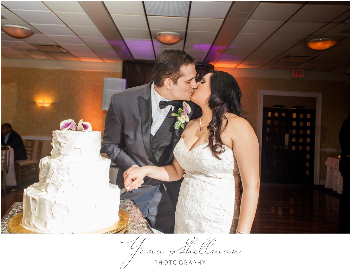 The Swan Club Wedding Photos by Medford Wedding Photographers - Nimita+Joe Wedding Photos