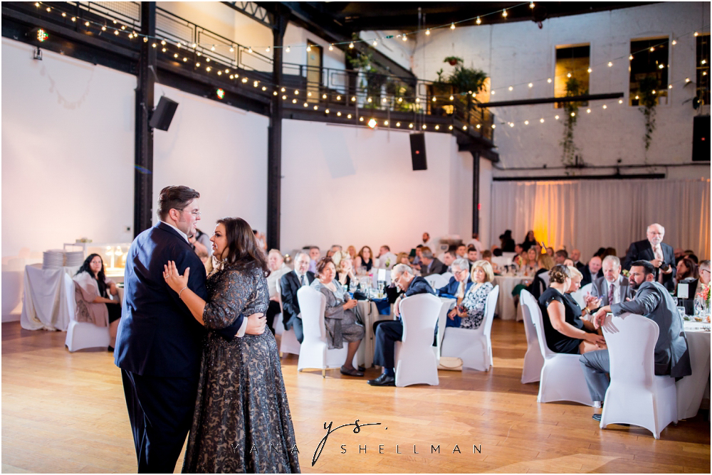 2424 Studios Wedding Photos captured by the best Avalon Wedding Photographers - Gina+Mike Wedding Photos