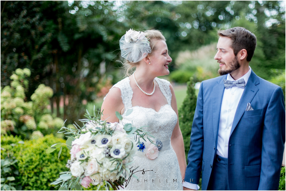 Southern Mansion Wedding Photos by the best Lumberton Wedding Photographer - Kayla+Dean Wedding