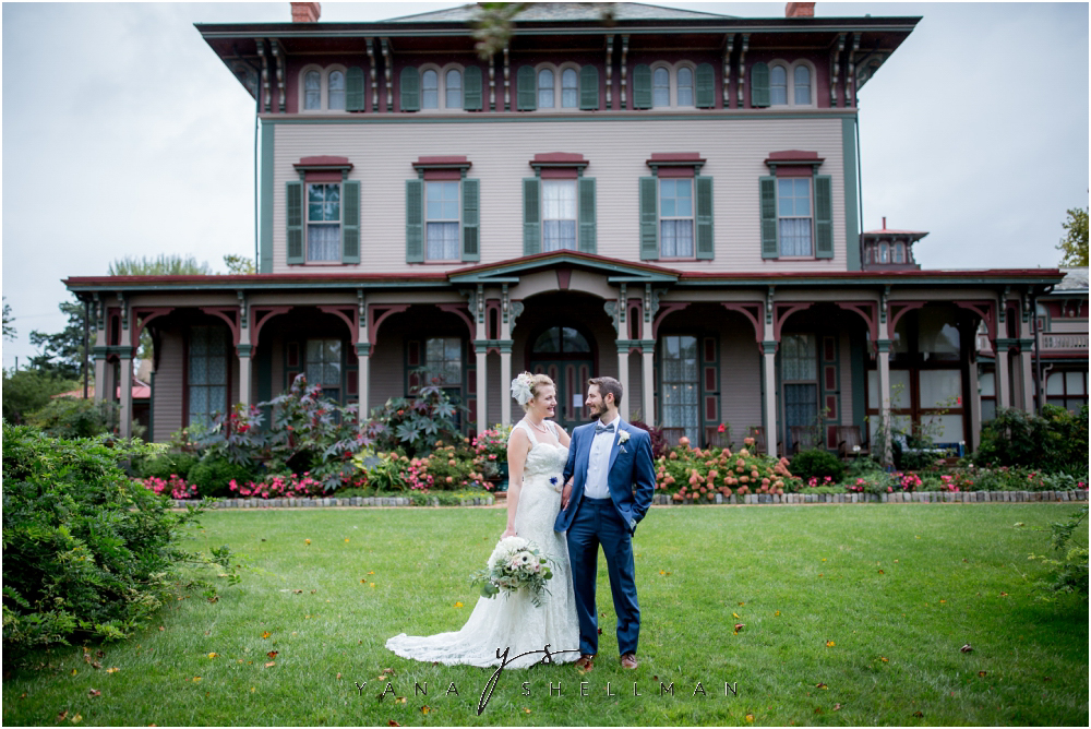 Southern Mansion Wedding Photos by the best Medford Wedding Photographer - Kayla+Dean Wedding