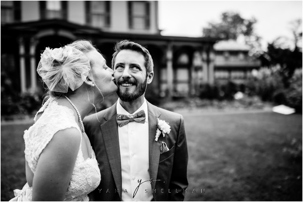 Southern Mansion Wedding Photos by the best Medford Wedding Photographers - Kayla+Dean Wedding