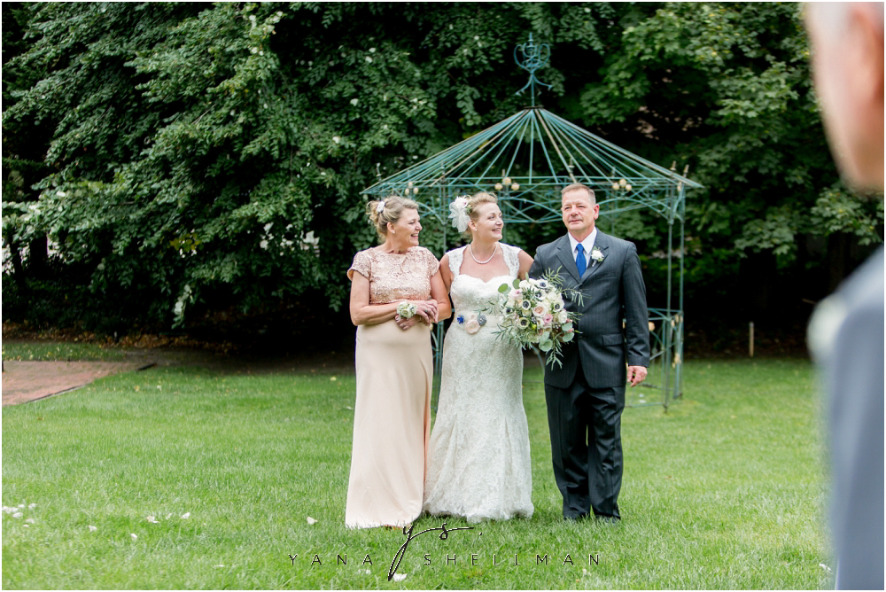 Southern Mansion Wedding Photos by the best New Hope Wedding Photographers - Kayla+Dean Wedding