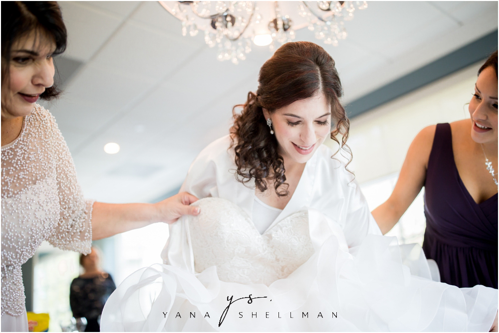 Bradford Estate Wedding Pictures by Princeton Wedding Photographer - Laura+Jeff Wedding