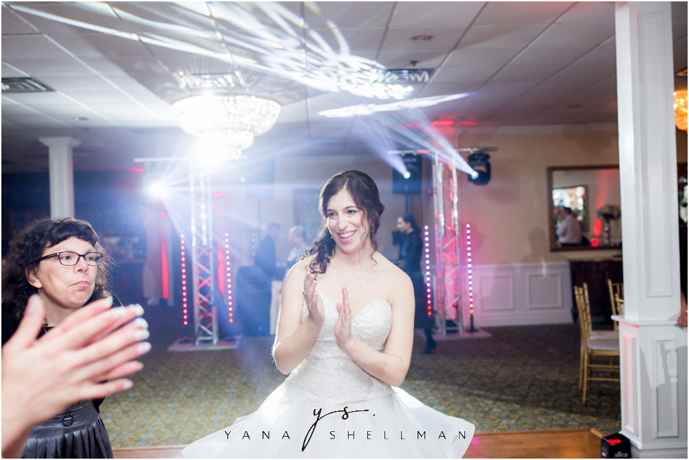 Bradford Estate Wedding Pictures by Mt Laurel Wedding Photographer - Laura+Jeff Wedding