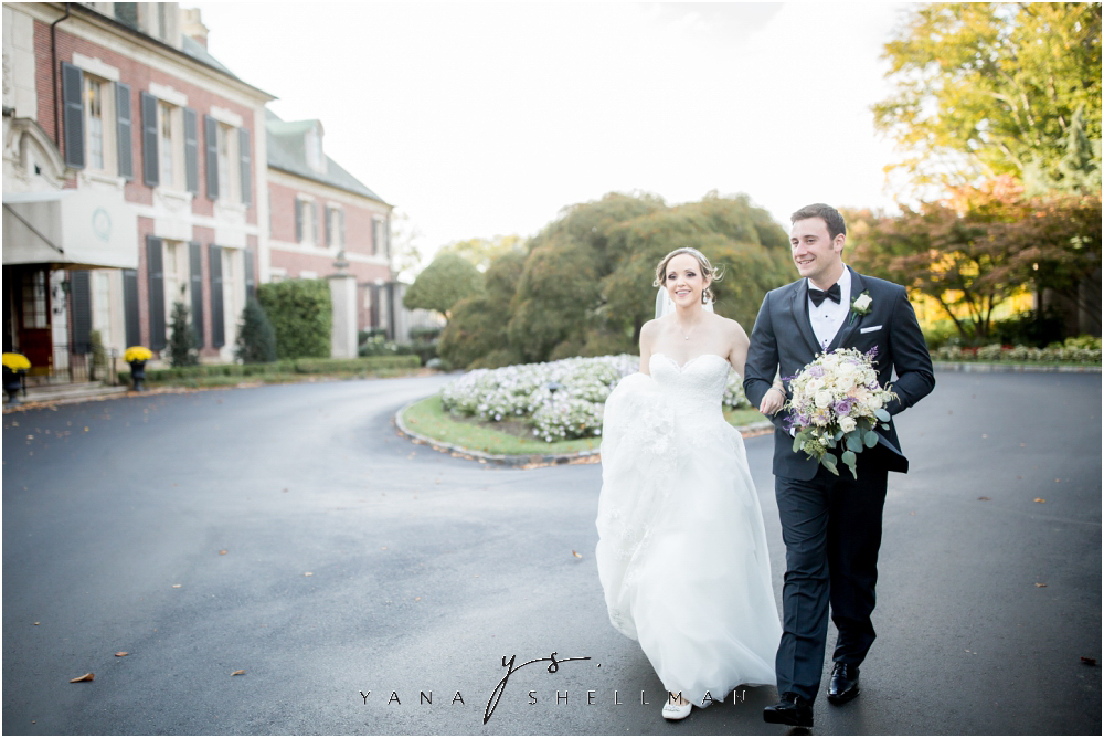 Overbrook Golf Club Wedding Pictures by the best Philly Wedding Photographer - Michelle+Matt Wedding